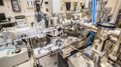 Экспериментальный кластер для роста и исследования тонких покрытий без контакта с атмосферой
